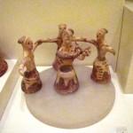 Groupe de figurines en terre cuite représentant une danse