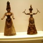 La déesse aux serpents - statuettes en faïence